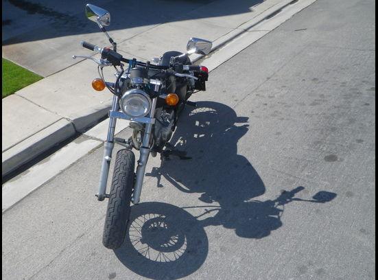 2000 GZ2 SUZUKI Bobber Motorcycle Front
